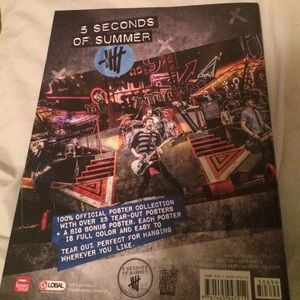 *BUNDLE* 5SOS snapback & poster booklet ***HOLD***
