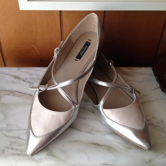 9dcd765b3771 Zara Silver metallic pointed toe flats. M 54fe595f01985e2bc3001cb5