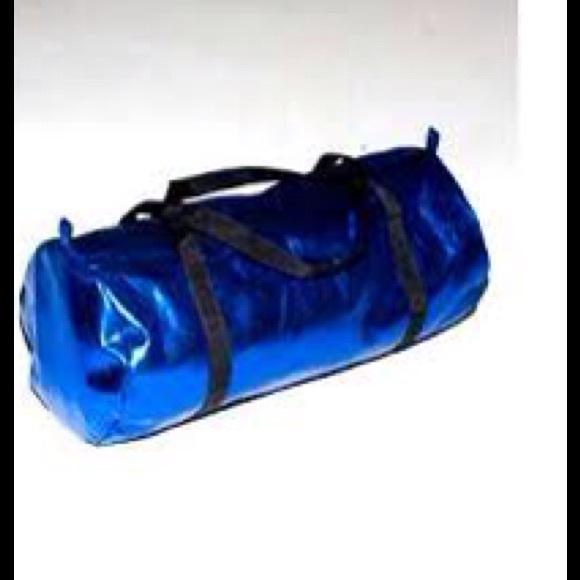 American Apparel Handbags - 🌷American Apparel Metallic gym bag fda00e159c663