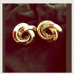 Jewelry - Large Gold Tone Love Knots Earrings 🎀