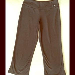 Nike Pants - Nike Fit Dry - Crop Yoga style pants 💙