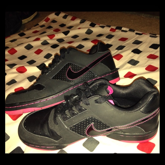 64 nike shoes black and pink nike skate shoes from