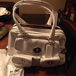 SALE! ‼️Patent Peyton white limited edition purse