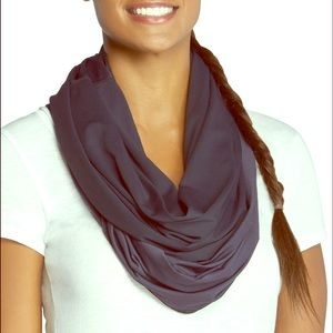 Fabletics Infinity Scarf Black/Charcoal