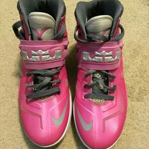 b8b1a00add4 Nike. Lebron Soldiers-Breast Cancer Awareness Edition