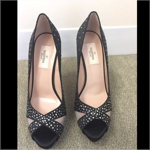 Valentino Shoes - Price ⬇️ NIB Valentino Crystal Black Pumps