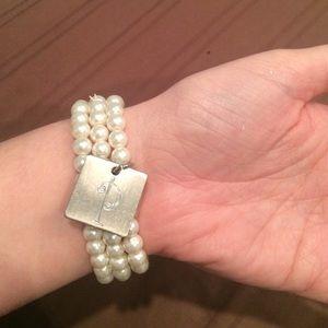 Jewelry - P initial pearl bracelet