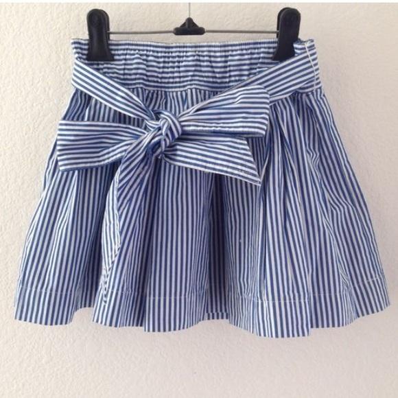 Hollister seersucker bow skirt