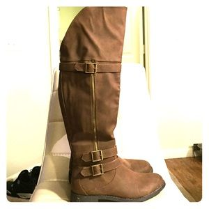 Stylish high knee light brown/tan boots size 6.5/7