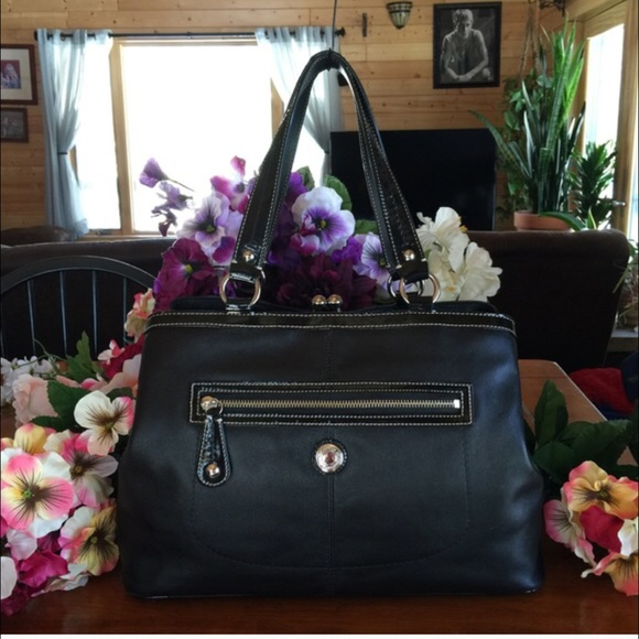 69 Off Coach Handbags Coach Kiss Lock Black Leather