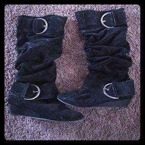 Slouch suede boots with kitten heel