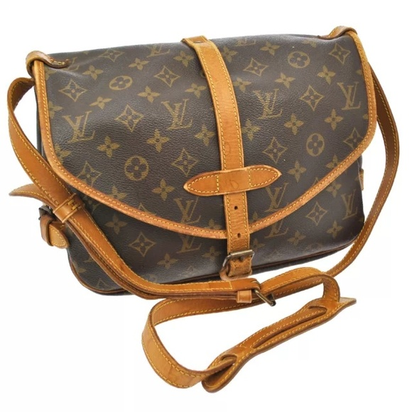 405bd9433438 70% off Louis Vuitton Handbags - Louis Vuitton Messenger Bag from  Ashley  39