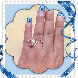 Jewelry - 🎄Very Cute Adjustable Fashion Ring.