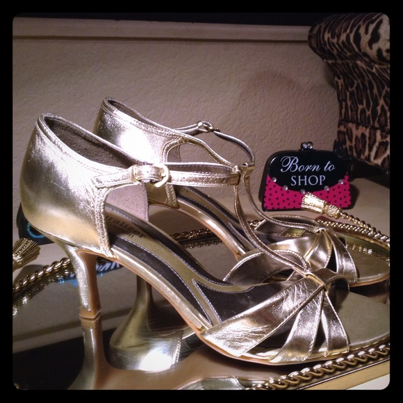 Naturalizer Shoes - Gold Strappy Heels NWOT