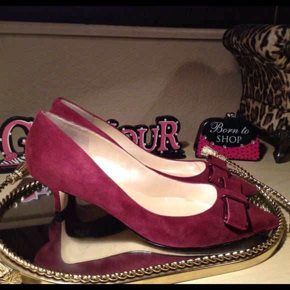Ivanka Trump Shoes - Ivanka Trump Bow Kitten Heels@eserna