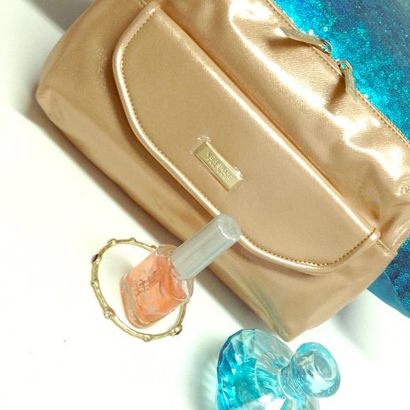 5965885648e VERSACE Cosmetic/Travel Bag NEW, FREE gift inside.  M_5503390c99086a199100153e