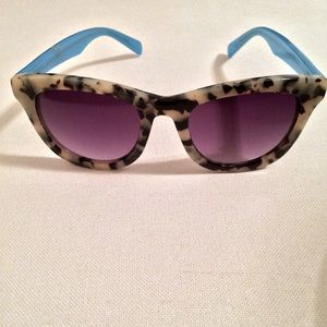 Anthropologie Accessories - HP 🎉Sold Out Anthropologie Tortoise Sunnies!