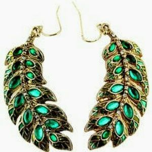 Gorgeous feather green peacock earrings!