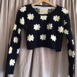 Cropped daisy sweater