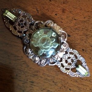 Jewelry - Vintage look pin