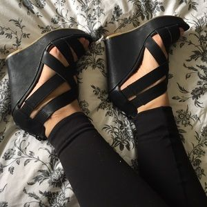 Chinese Laundry Black Strap wedges.