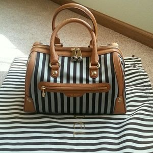 henri bendel Handbags - Auth Henri Bendel Miss Bendel Barrel Bag
