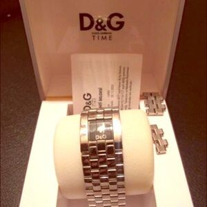 Accessories - D&G silver watch