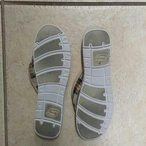 50519ffe1afb8e Skechers Shoes -   SOLD in My shop    😄Skechers padded flip