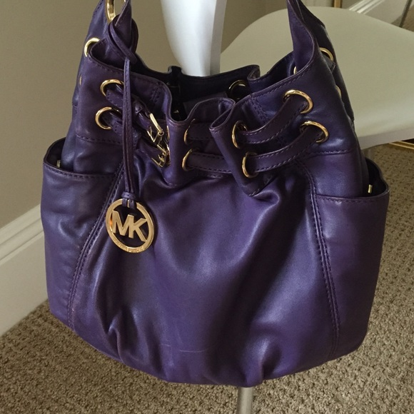 aec7563946e1 Michael Kors Edie purple leather bucket hobo bag. M 5505bdf27eb29f53e60090e4