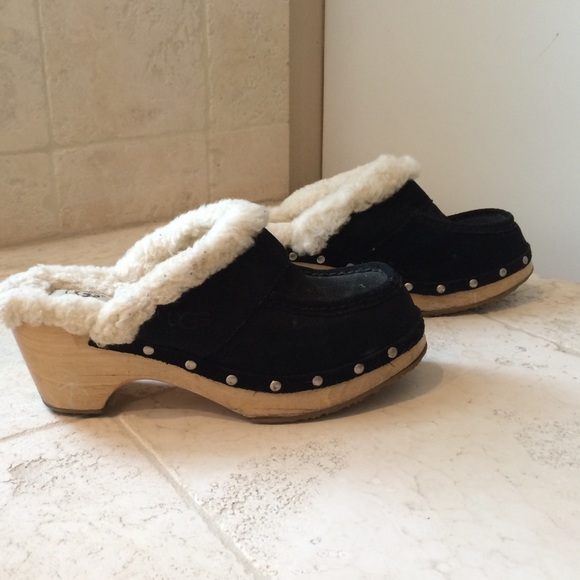 black ugg clogs