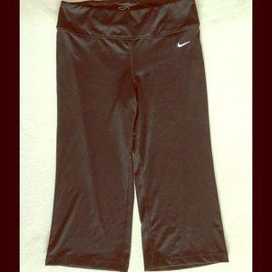 Nike Pants - Nike - Black - Crop Yoga/Fitness Pants 💞