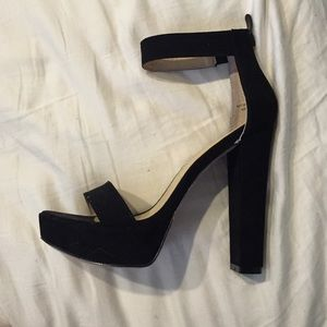 Chinese Laundry black suede heels