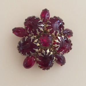 Jewelry - Vintage Red & Gold Brooch