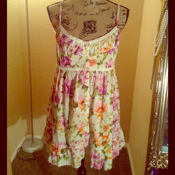 Forever 21 Dresses - Floral Dress NWOT SOLD