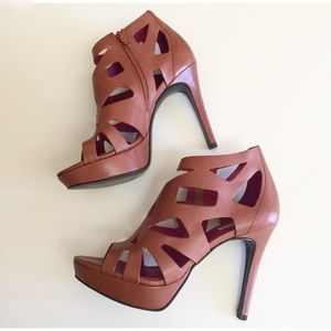 POUR LA VICTOIRE Bianca Whiskey Caged Heels