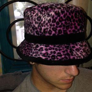 90S FLUFFY PINK LEOPARD BUCKET HAT