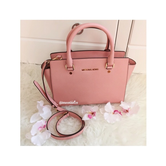 24 off michael kors handbags hp michael kors satchel pale pink from innocent doll 39 s closet. Black Bedroom Furniture Sets. Home Design Ideas