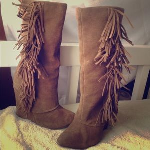 Adorable brown fringe boots