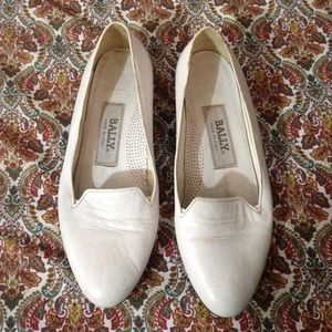 Bally white leather flat oxfords size 6.5