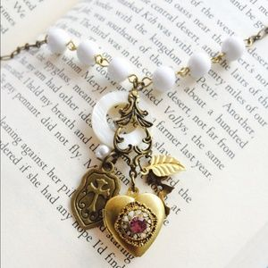 Jewelry - Vintage locket necklace