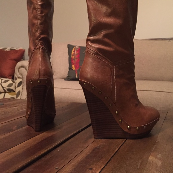 20 colin stuart boots brown knee high wedge boots