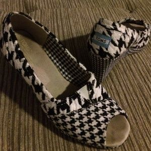 TOMS Houndstooth Wedges