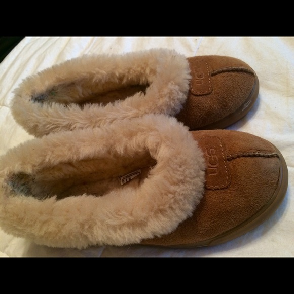 f08131f9a2a Ugg Australia Rylan size 7 slippers in chestnut