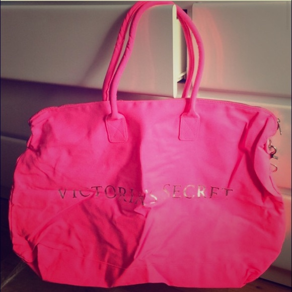 s secret vs pink duffle bag from s