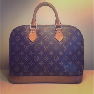 Authentic Louis Vuitton Purse!!