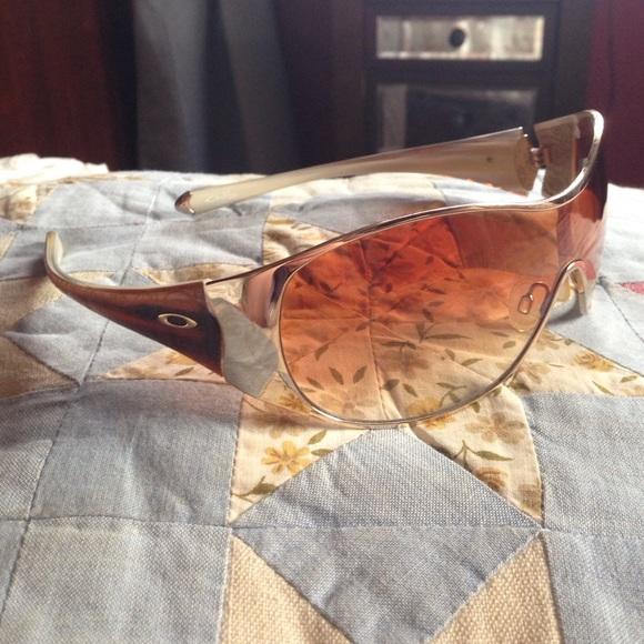 13955a9027 Oakley women s breathless sunglasses. M 55098ab77fab3a6d62002c98