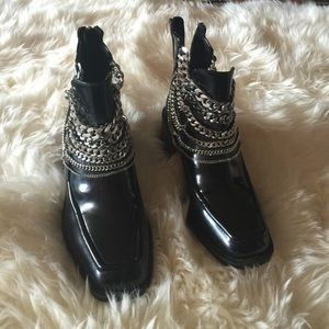 Zara chain boot