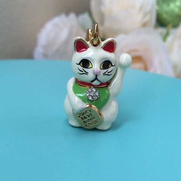 couture couture lucky cat charm from