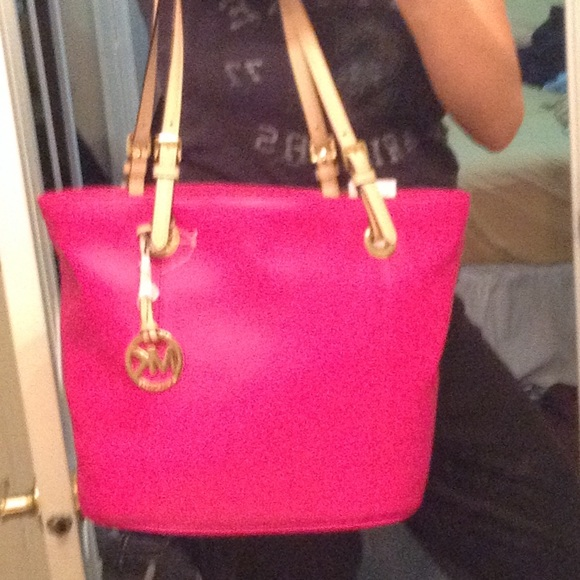 20% off Michael Kors Handbags - SALE!!🎀Pink💄MK leather bag from ...
