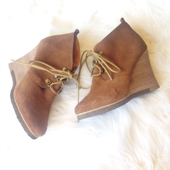7a8fb977b89 Steve Madden Suede Lace Up Wedge Booties. M 550adc6f51e9ea3ed5007cf7